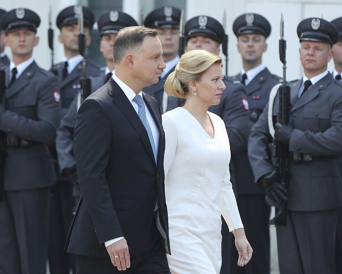 Puolan presidentti Andrzej Duda (vas) on keskeisessä roolissa, kun hänen puolueensa PiS ajaa muutoksia lainsäädäntöön. Duda tapasi Liettuan presidentin Zuzana Caputovan Varsovassa 15. heinäkuuta 2019.