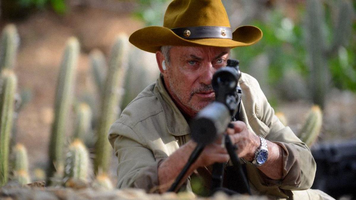 Iron Sky -elokuvasta tuttu Udo Kier esittää elokuvassa maalaiskylän asukkaita tappamaan lähetetyn joukon johtajaa.