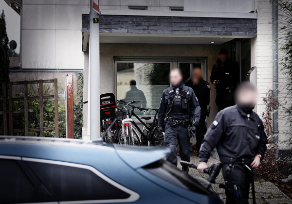 Etelä-Italiasta lähtöisin oleva 'ndrangheta on laajentunut myös ulkomaille. Tammikuussa 2018 poliisi paljasti Saksassa laajan kiristys- vyyhden, jossa paikallisia ravintoloitsijoita pakotettiin ostamaan raaka-aineita mafiaan kytköksissä olevilta tuottajilta Italiasta.