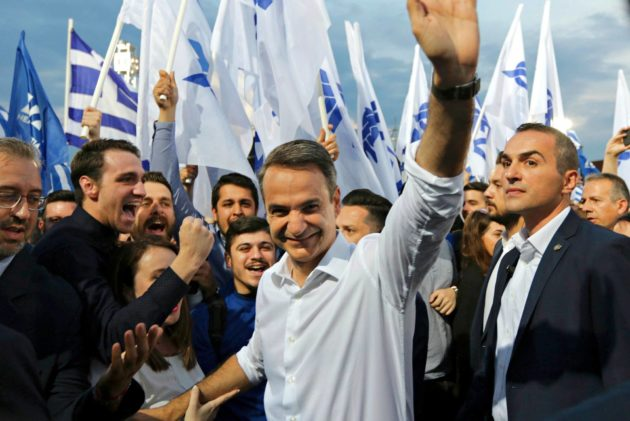 Uusi demokratia -puolueen puheenjohtaja Kyriakos Misotakis puolueensa vaalitilaisuudessa Thessalonikissa 24. toukokuuta.