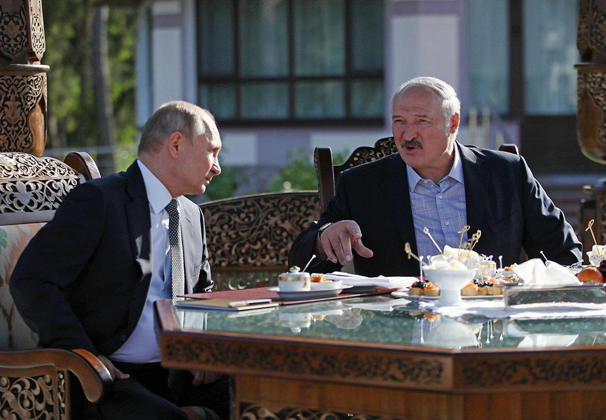 Venäjän ja Valko-Venäjän presidentit Vladimir Putin (vas.) ja Aleksandr Lukashenko tapasivat Valko-Venäjän pääkaupungissa Minskissä 30. kesäkuuta 2019.