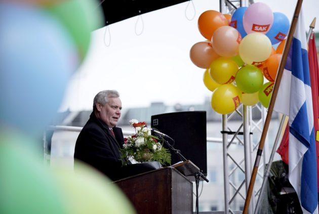 SDP:n puheenjohtaja Antti Rinne piti vappupuheen Lahden torilla vapunpäivänä 1. toukokuuta 2018.