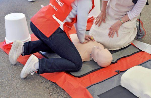 Valtiolla ja Suomen Punaisella Ristillä on yhteistyösopimus ensiapukoulutuksesta.