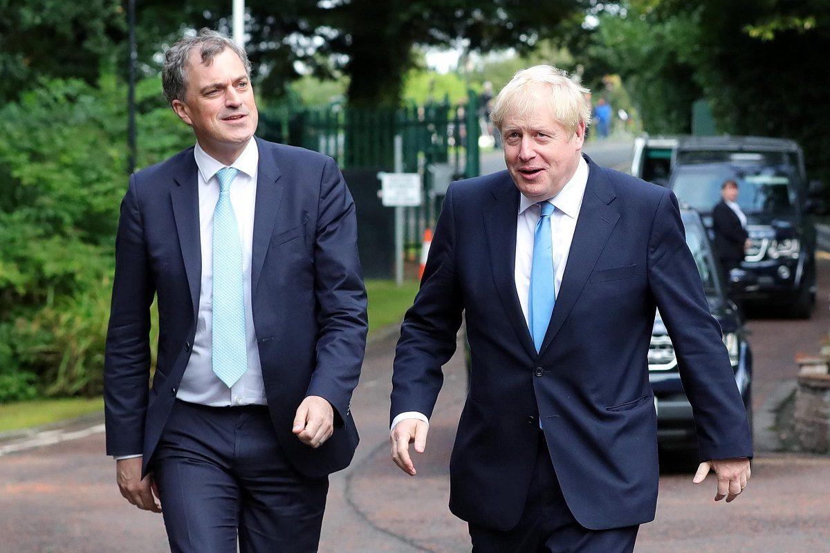 Britannian Pohjois-Irlannin ministeri Julian Smith (vas.) tapasi Britannian pääministeri Boris Johnsonin Belfastissa 31. heinäkuuta 2019.