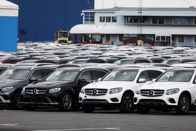Uusia Mercedes-Benz-autoja Uudenkaupungin satamassa heinäkuussa 2018.