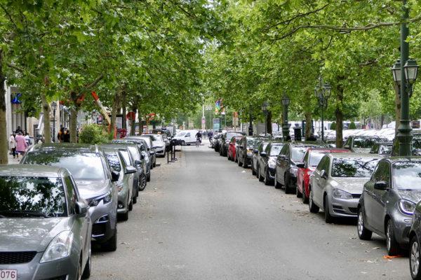Brysselin keskusta on ollut perinteisesti täynnä autoja. Nyt kaupunki haluaa karsia neljänneksen katujen parkkipaikoista ja antaa tilan puistoille, pyöräilijöille ja jalankulkijoille.