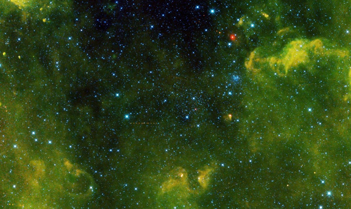 15 kilometrin läpimittainen Ganesa-asteroidi on piirtänyt infrapunasatelliitin ottamaan kuvaan punaisten pisteiden jonon.
