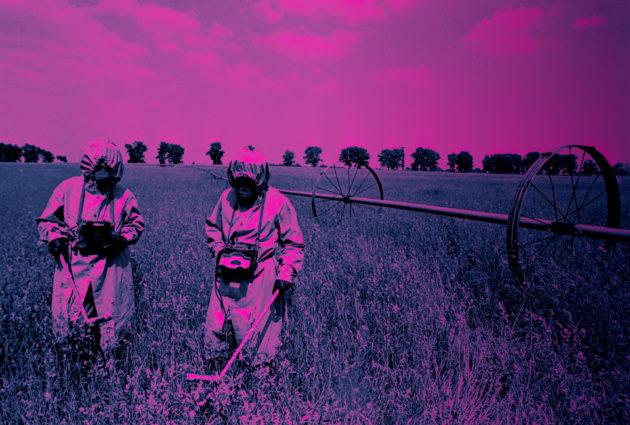 Säteilyturvallisuuden valvojat mittasivat Tšernobylin turma-alueen radioaktiivisuutta kesällä 1986.