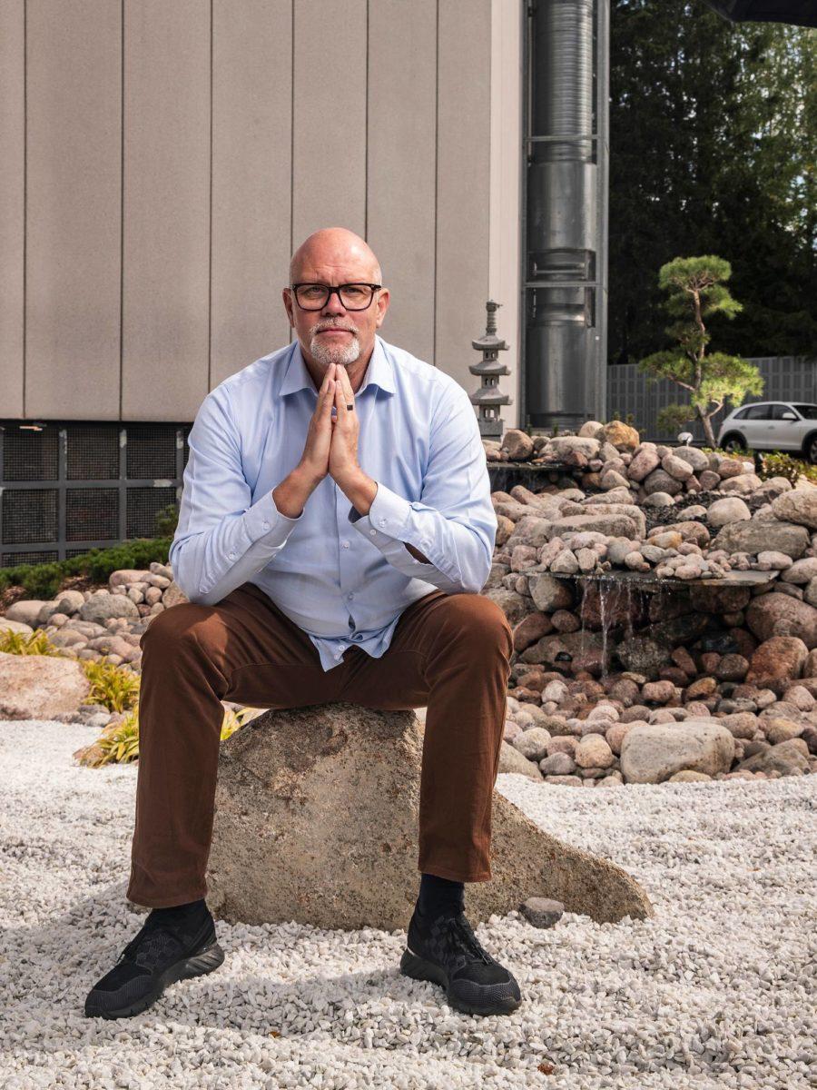 Markku Hautalan Citymarketin parkkihallin edustalla on japanilainen kivipuutarha.