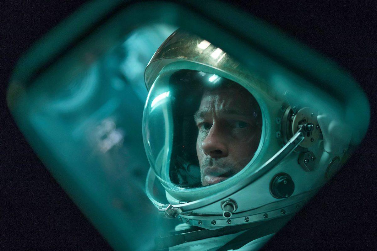 Majuri McBride (Brad Pitt) avaruusmatkalla.