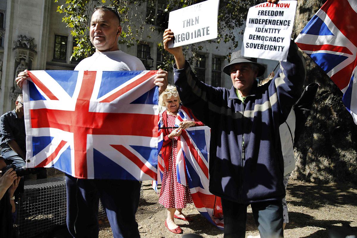 Brexitiä kannattavia mielenosoittajia Lontoossa 18. syyskuuta 2019.