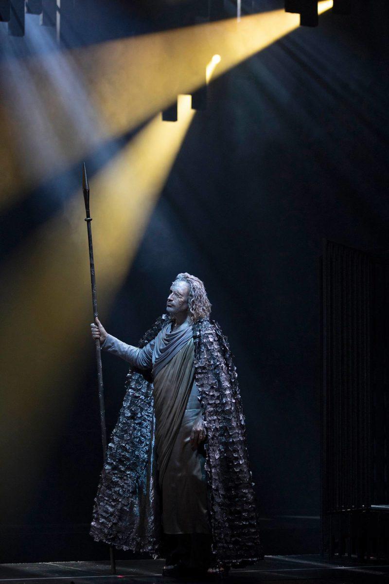 """""""Teräksinen baritoni"""" Tommi Hakala on ylijumala Wotan."""