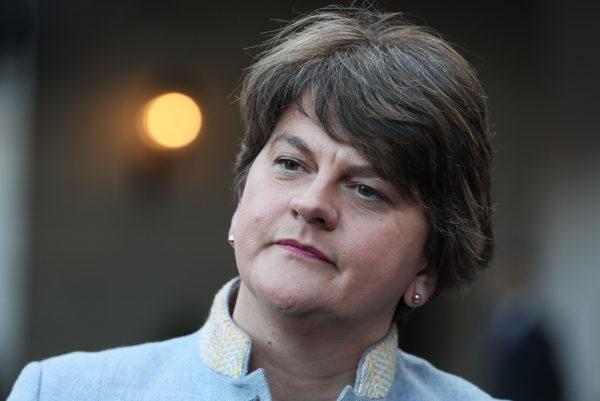 Demokraattisen unionistipuolueen puheenjohtaja Arlene Foster.