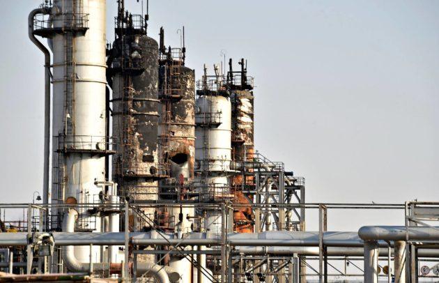 Tuhottu öljylaitos Saudi-Arabian Abqaiqissa 20. syyskuuta.
