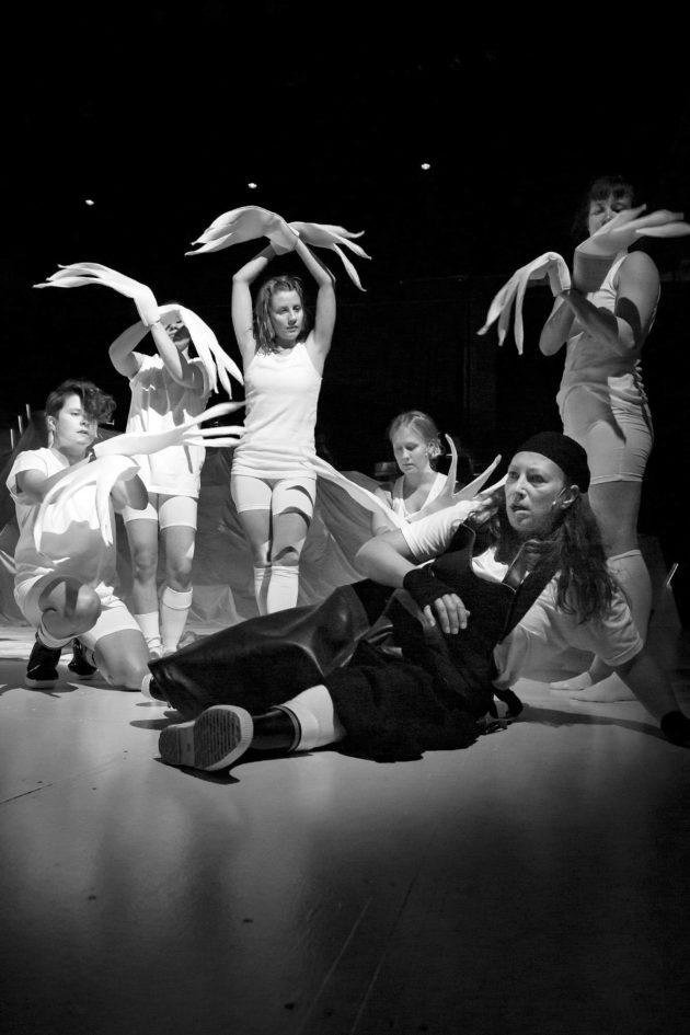 Musiikki ja tanssi kuuluvat Jakob Höglundin teatterinäkemykseen.