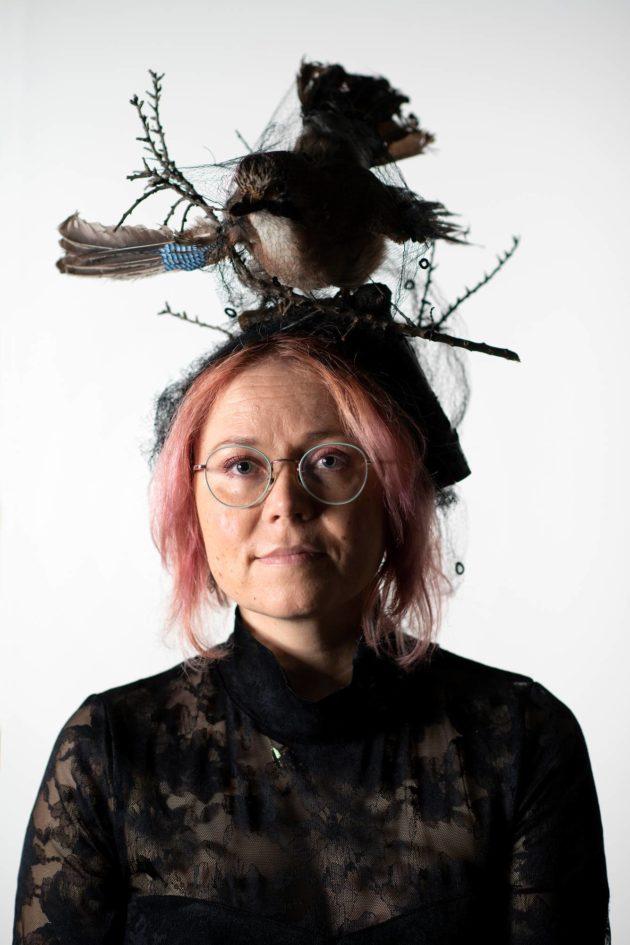Esitystaiteilija Meiju Niskala kirjoitti kirjan äitinsä kuolemasta.