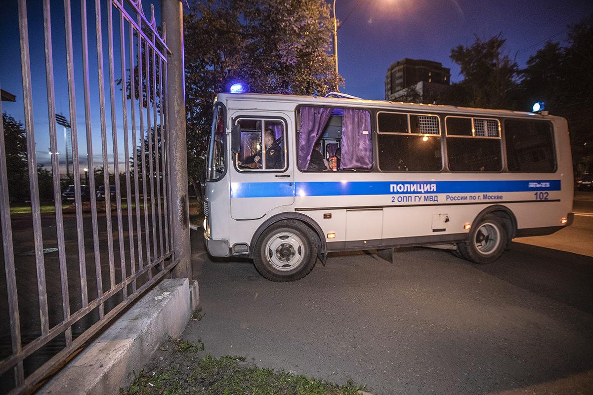 Oppositiojohtaja Aleksei Navalnyi kuljetettiin syyskuussa oikeudenkäynnistä takaisin vankilaan.