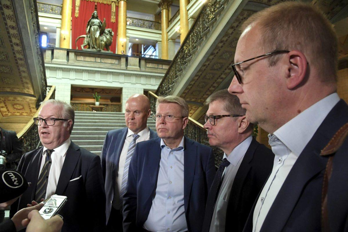 Työmarkkinajärjestöjen johtajat Akavan Sture Fjäder (vas.), STTK:n Antti Palola, EK:n Jyri Häkämies, KT:n Markku Jalonen ja SAK:n Jarkko Eloranta tapasivat Säätytalossa 9. toukokuuta.