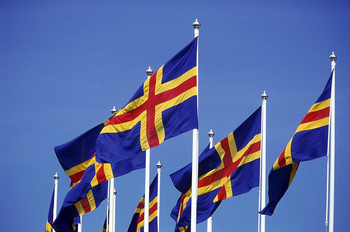 Ahvenanmaan lippuja. Kuvituskuva.