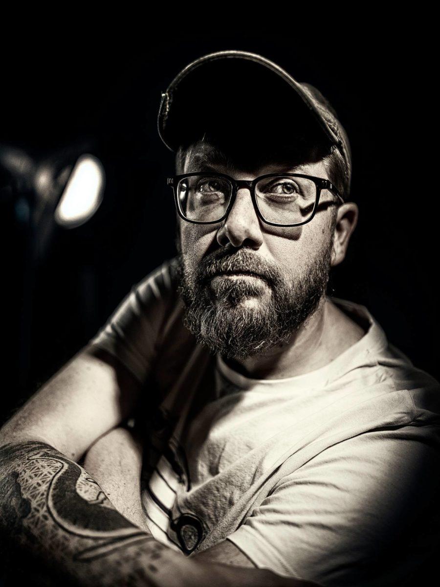 AJ Annila tunnetaan Suomessa Ikitie-elokuvan ohjaajana.