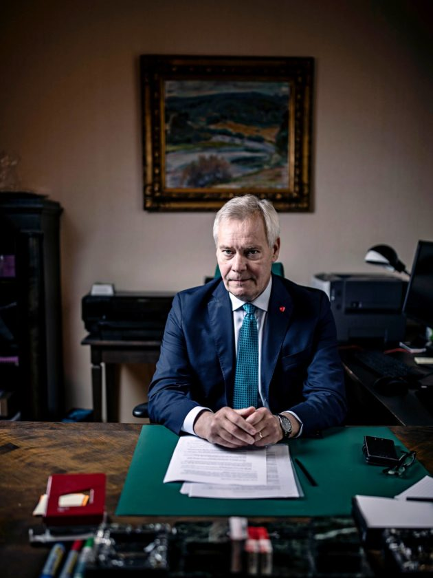 Pääministeri Antti Rinne työhuoneessaan Kesärannassa sunnuntaina 29. syyskuuta.