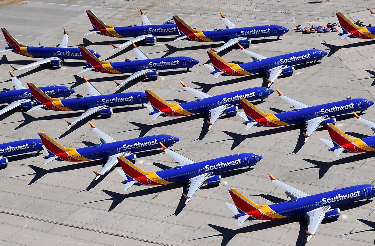Southwest Airlinesin lentokieltoon määrättyjä Boeing 737 MAX -koneita Victorvillessä Kaliforniassa maaliskuussa 2019.