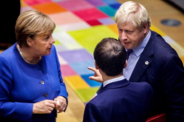 Angela Merkel, Emmanuel Macron ja Boris Johnson 17. lokakuuta 2019 EU:n huippukokouksen alla Brysselissä.