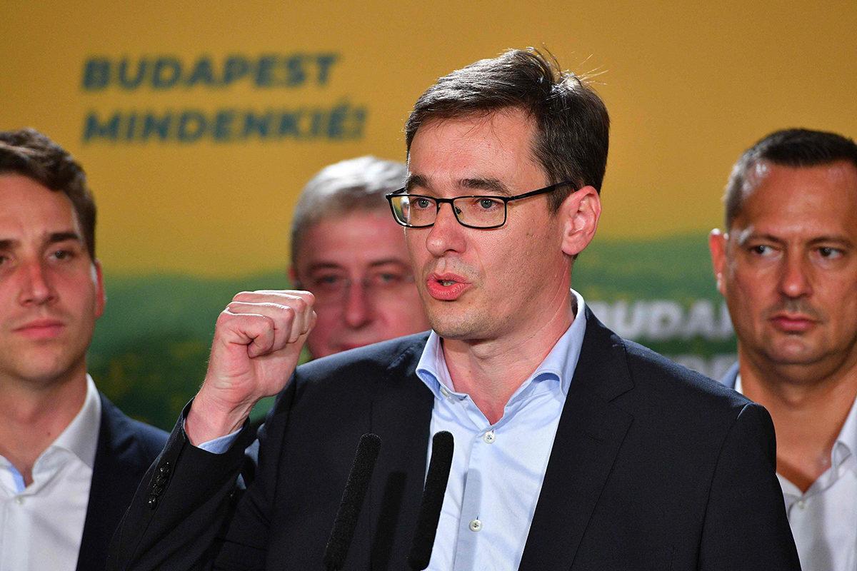 Budapestin uusi ylipormestari Gergely Karácsony puhui kannattajilleen vaalivoiton jälkeen sunnuntaina 13. lokakuuta 2019.