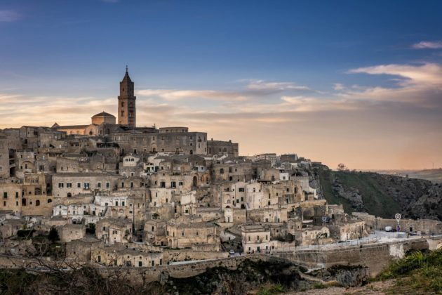 Matera sijaitsee Etelä-Italiassa, saapasmaan koron tuntumassa.