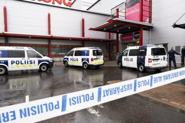 Poliisi eristi kauppakeskus Hermanin Kuopiossa Savon ammattiopiston tiloissa tapahtuneen kouluhyökkäyksen jälkeen 1. lokakuuta.