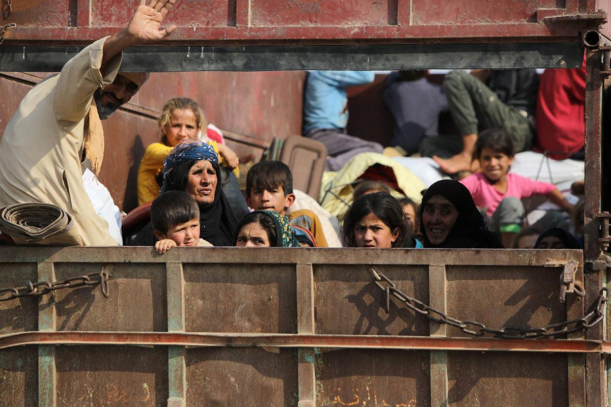 Kurdeja pakeni Kobanin kaupungista Turkin rajalta 16. lokakuuta 2019.
