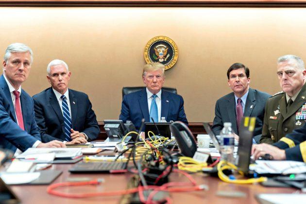 Turvallisuusneuvonantaja Robert O'Brien (vas.), varapresidentti Mike Pence, presidentti Donald Trump, puolustusministeri Mark Esper ja kenraali Mark Milley seurasivat operaatiota 26. lokakuuta.