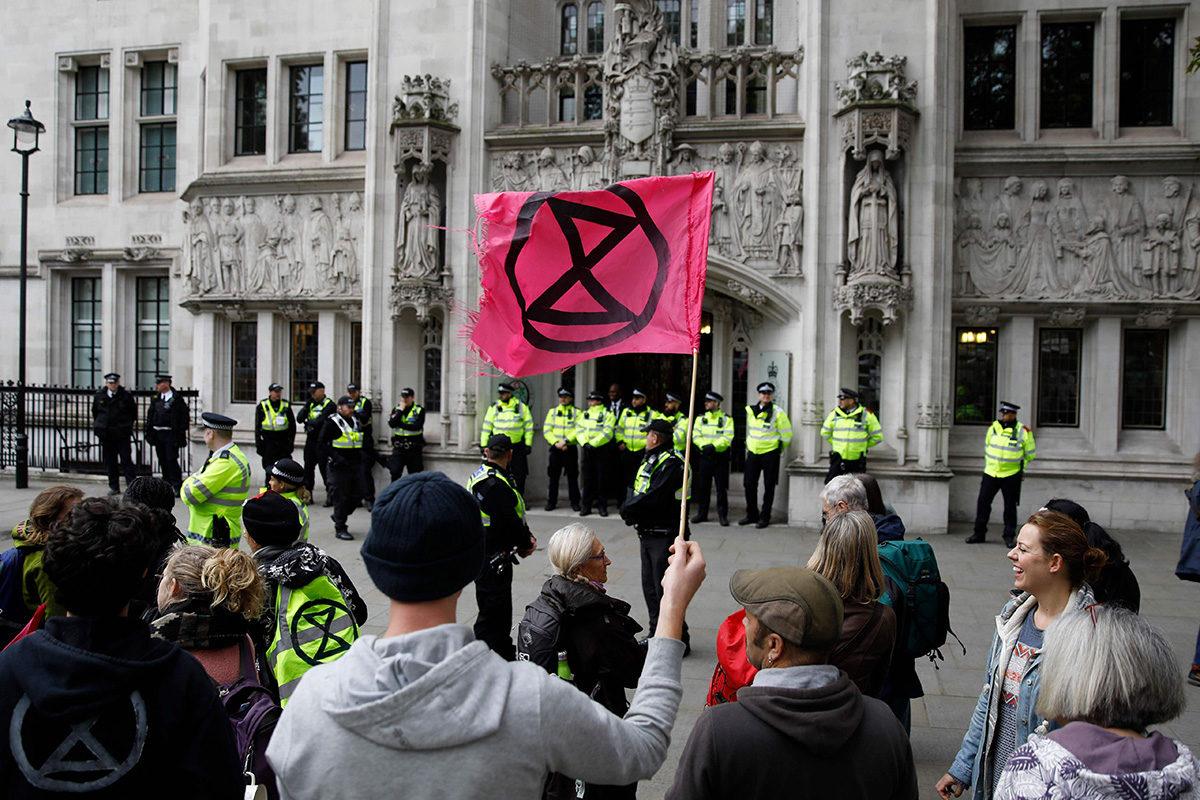 Elokapina-liikkeeseen kuuluvia mielenosoittajia Lontoossa 17. lokakuuta.