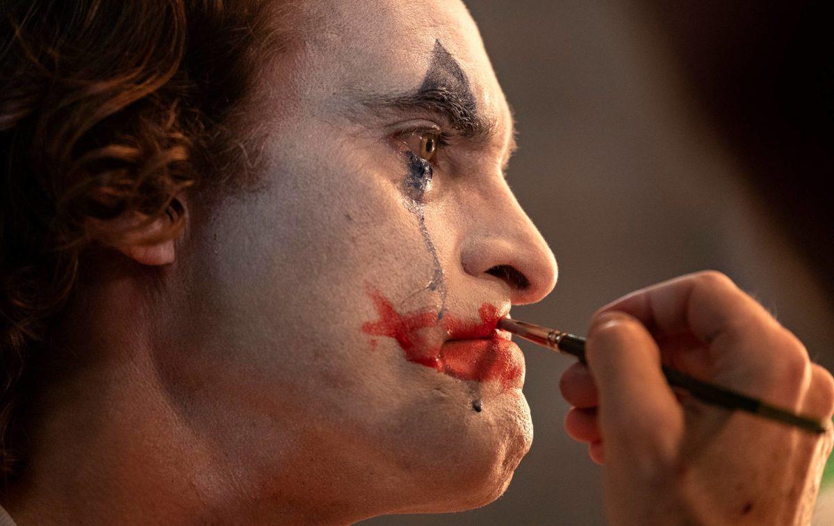 Joaquin Phoenixin esittämä Arthur Fleck on epäonnistunut koomikko.