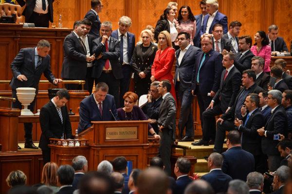 Romanian parlamentti äänesti hallituksen luottamuksesta 10. lokakuuta. Hallitus hävisi äänestyksen.
