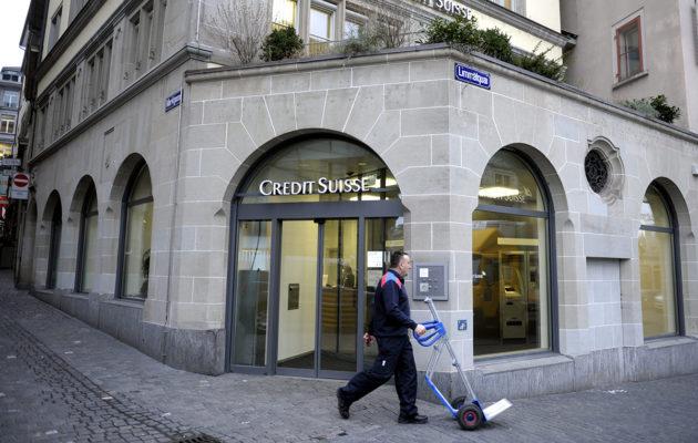 Pankki Zurichin keskustassa Sveitsissä.