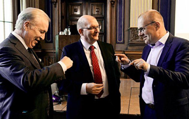 Akavan puheenjohtaja Sture Fjäder (vas.), Teollisuusliiton puheenjohtaja Riku Aalto ja SAK:n puheenjohtaja Jarkko Eloranta tapasivat seminaarissa 19. kesäkuuta.