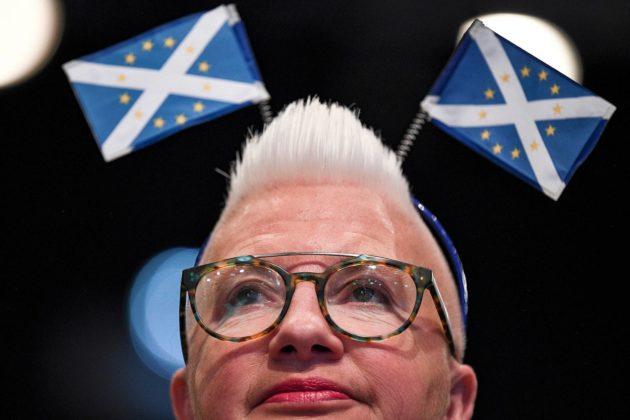 Skotlannin kansanpuolueen kannattaja puolueen syyskokouksessa Aberdeenissa 15. lokakuuta 2019. Yksi kokouksen aiheista oli brexit ja Skotlannin itsenäisyys.