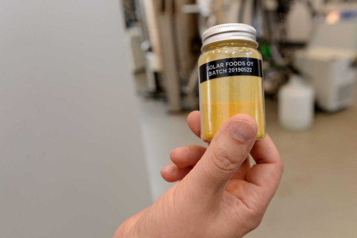 VTT:n kehittämää hiilidioksidiin ja päästöttömään sähköön perustuvaa proteiinien valmistusmenetelmää pilotoidaan startup-yhtiö Solar Foodsissa Espoossa.
