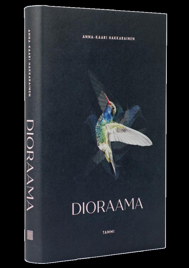 Anna-Kaari Hakkarainen: Dioraama. 320 s. Tammi, 2019.