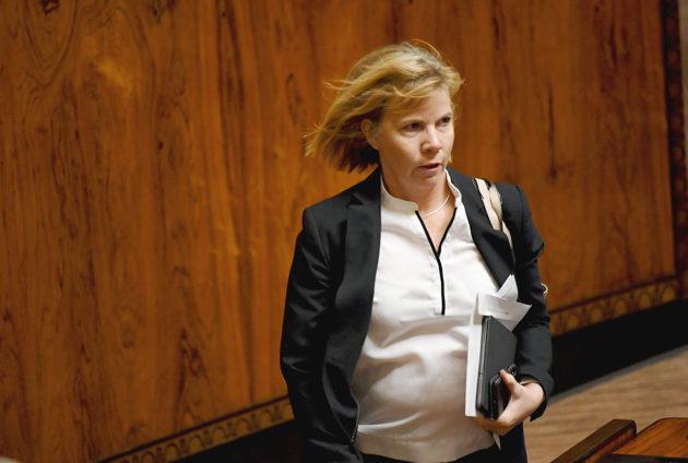 Oikeusministeri Anna-Maja Henriksson eduskunnan täysistunnossa 25. lokakuuta 2019.