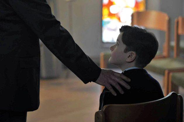Elokuvassa päähenkilöä lapsena esittää Davan Collin.