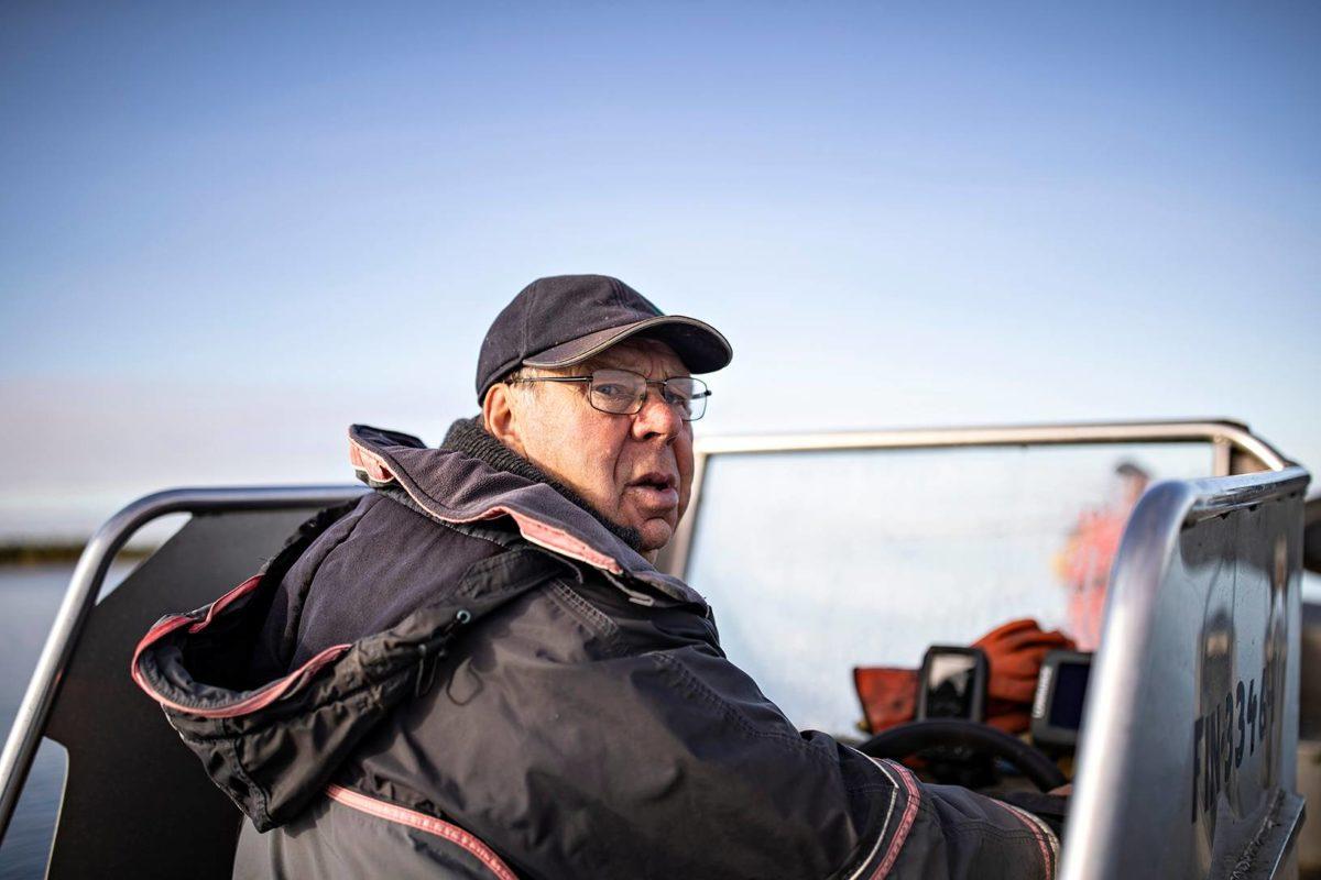 Jarl Kaarto on poikansa Oven kanssa 400 asukkaan saaren viimeisiä ammattikalastajia.