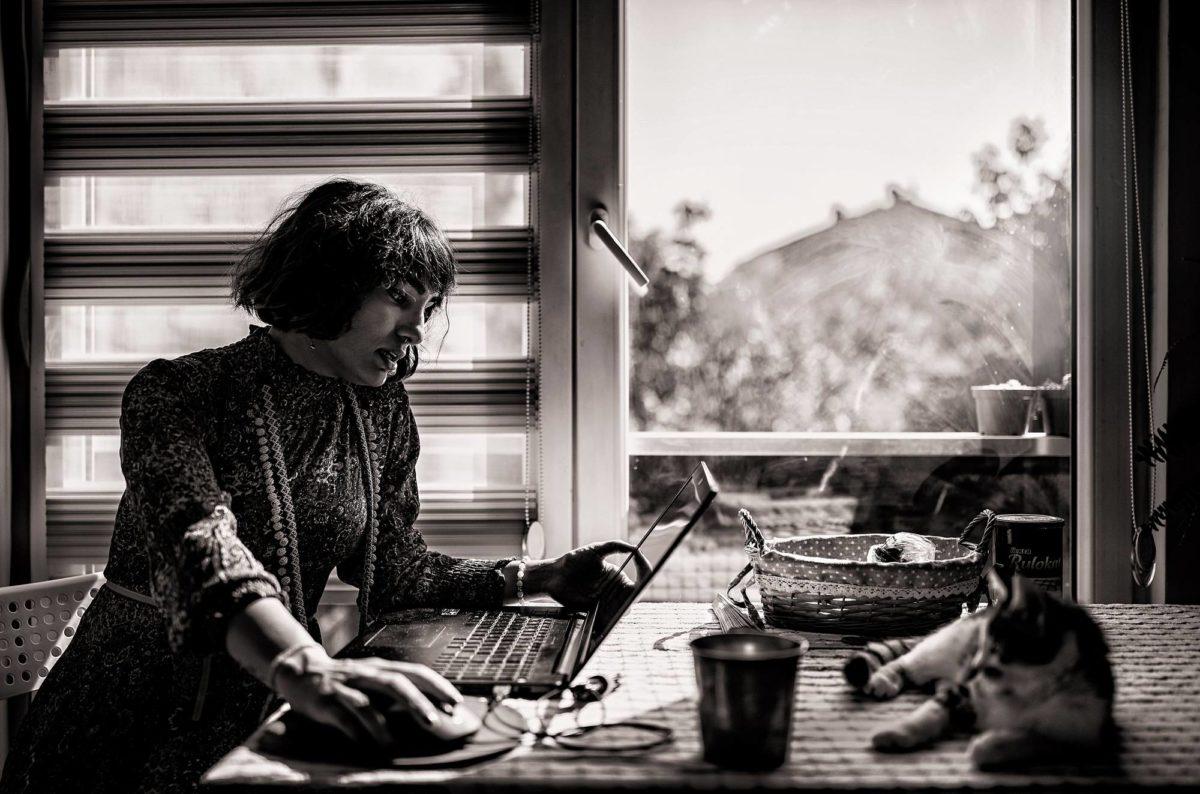 Iranista paennut Farnaz Abdoli asuu pakolaisena Turkissa.