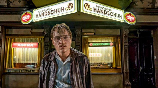 Jonas Dassler esittää sarjamurhaaja Fritz Honkaa.