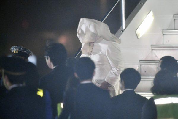 Paavi Franciscus Hanedan lentokentällä Tokiossa Japanissa 23. marraskuuta 2019.