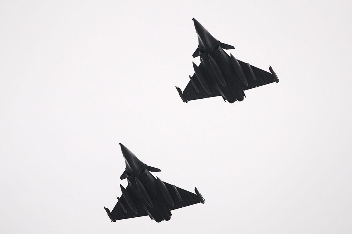 Ranskan ilmavoimien Dassault Rafale -monitoimihävittäjiä Turku Airshow 2019:ssa kesäkuussa 2019. Rafale on yksi Suomeen tarjolla olevista hävittäjistä.