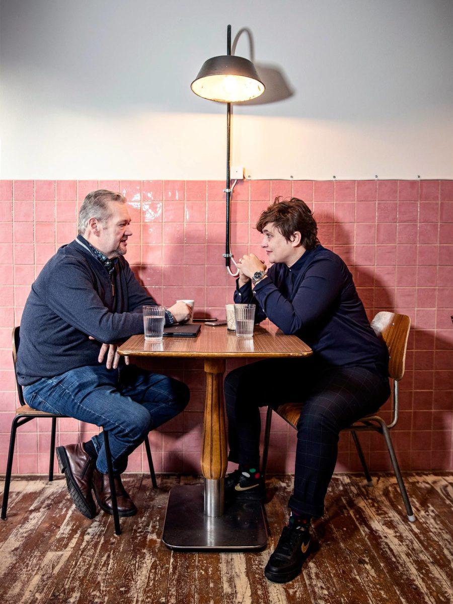 Jari Myllykoski ja Silvia Modig tapasivat ravintolassa Helsingin Sörnäisissä.