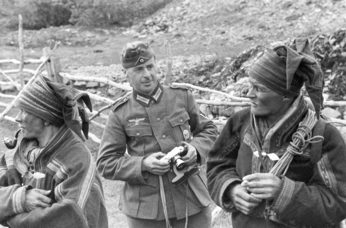 Suomi tukeutui jatkosodassa Saksan apuun. Saksalaiset sotavoimat toimivat Lapissa.