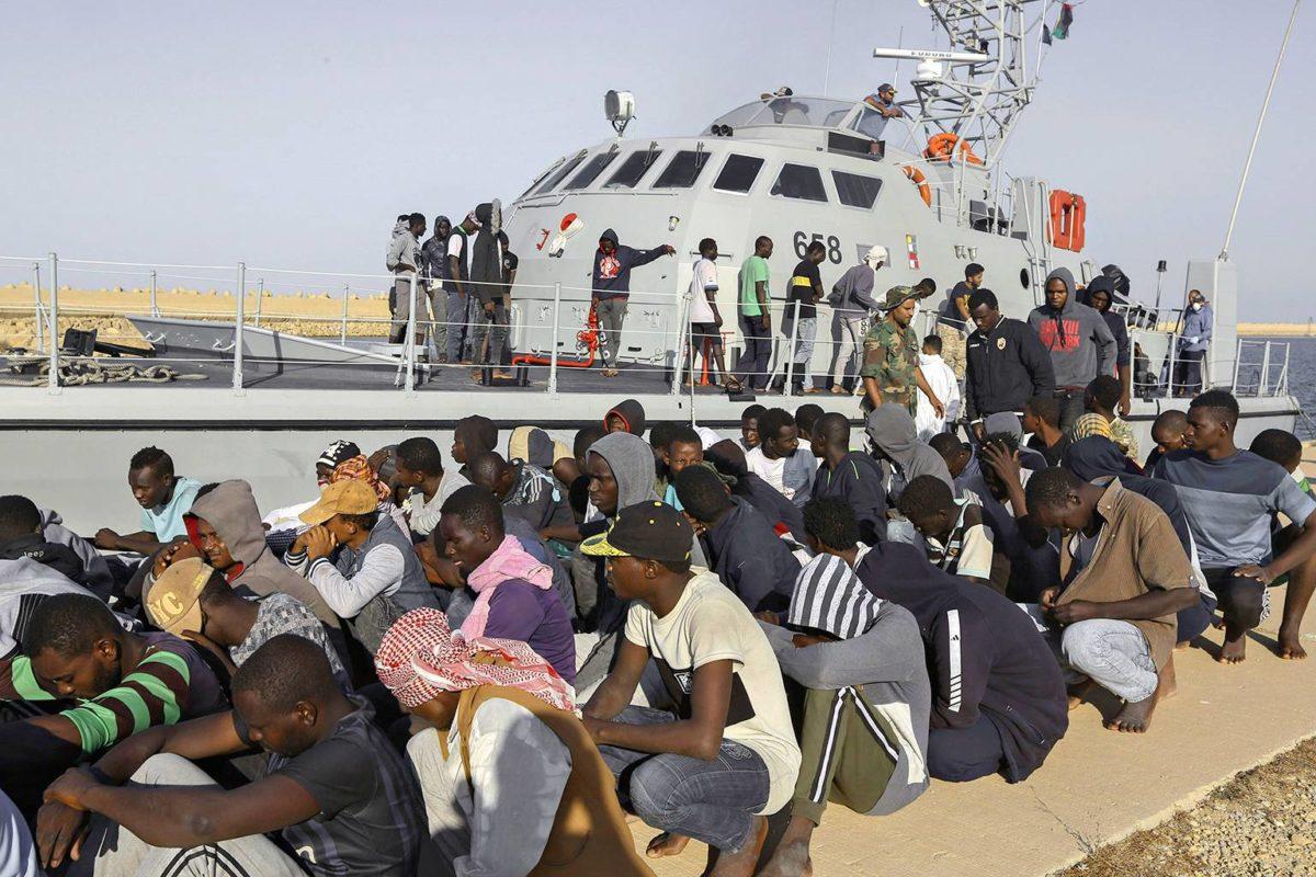 Rannikkovartiosto toi Välimereltä pelastettuja pakolaisia takaisin Libyaan Khomsissa 1. lokakuuta 2019.
